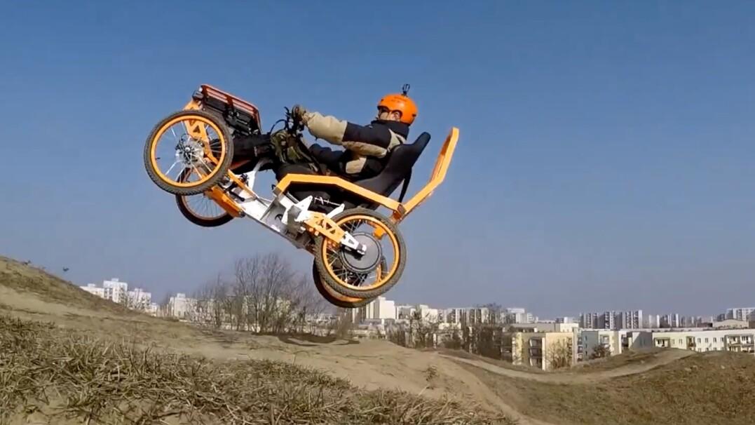 Czterokołowy elektryczny pojazd z myślą o niepełnosprawnych