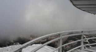 Śnieżka już biała. Spadł pierwszy śnieg (Paweł Parzuchowski)