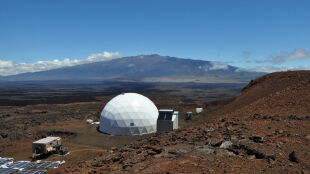 """Mielonka i krem czekoladowy sprawdzą się na Marsie. """"Kolonizatorzy"""" z Hawajów zakończyli testy"""